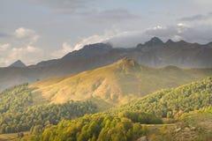 Berglandskap av Abchazien Royaltyfri Foto