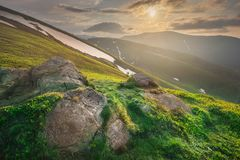 Berglandskap av Carpathian Gorgany av Ukraina fotografering för bildbyråer