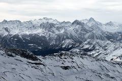 Berglandskap av djupfrysta ismaxima arkivbild