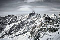Berglandskap av djupfrysta ismaxima royaltyfri foto