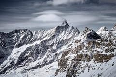 Berglandskap av djupfrysta ismaxima royaltyfria bilder