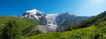 Berglandskap av glaciären, Georgia royaltyfria bilder