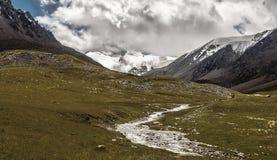 Berglandskap, flod, snö, is Fotografering för Bildbyråer