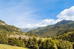 Berglandskap i fjällängarna av friulien, Italien royaltyfri fotografi