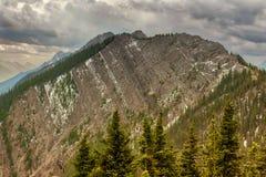Berglandskap, kanadensiska steniga berg Royaltyfri Fotografi