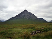 Berglandskap längs A82en i Skottland Arkivbild