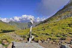 Berglandskap med bergtecken Royaltyfria Foton