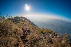 Berglandskap med solnedgång Royaltyfria Bilder
