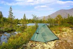 Berglandskap med tältet Hibiny berg Royaltyfria Bilder