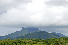 Berglandskap och cloudscape Arkivfoto