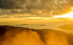 Berglandskap och soluppgång Arkivfoton
