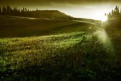 Berglandskap och soluppgång Royaltyfria Bilder
