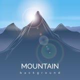 Berglandskapbakgrund med solstrålen Fotografering för Bildbyråer
