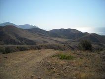 Berglandskapet i gräsplaner för Krim himmelberg kyler alla Royaltyfri Foto