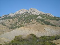 Berglandskapet i havet för gräsplaner för Krim himmelberg kyler alla Fotografering för Bildbyråer