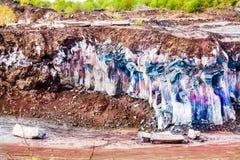Berglava Gelaagd terrein met geologisch rotsmateriaal royalty-vrije stock afbeelding