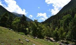 Berglutningar av Kaukasuset Arkivfoto