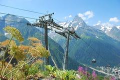 Bergmassiven av Dombai Arkivfoton