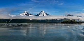 Bergmaxima för låga moln royaltyfri fotografi