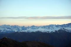 Bergmaxima i morgonen arkivbilder