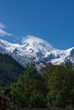 Bergmaxima med insnöade franska fjällängar, MontBlanc Arkivfoto