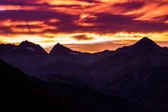 Bergmaxima på solnedgången royaltyfria foton