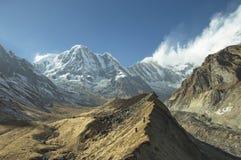 Bergmaximum av Annapurna som är södra i Nepal Arkivbilder
