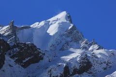 Bergmaximum av det Langtang Himal området som täckas av glaciären och arkivbilder