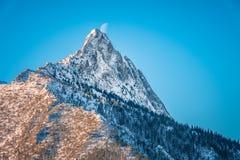 Bergmaximum Giewont från den Boczan vintern, Tatra berg, Polan arkivbilder