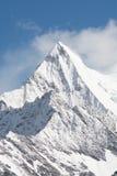 Bergmaximum med snö Arkivfoton