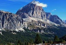 Bergmaximumet kallade Tofana di Rozes Royaltyfri Fotografi