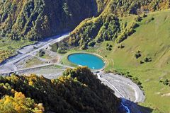 Bergmeer in de groene vallei Royalty-vrije Stock Afbeelding