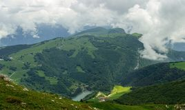 Bergmeer in de vallei royalty-vrije stock fotografie
