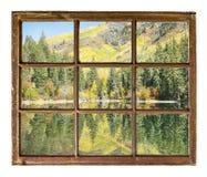 Bergmeer met Dalingskleuren Stock Foto's