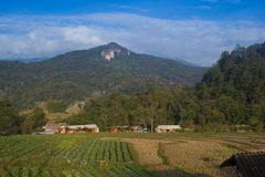 Bergmening en blauwe hemel thailand Stock Foto's