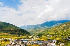 Bergmening over de manier van Lijiang aan Lugu-meer stock afbeeldingen