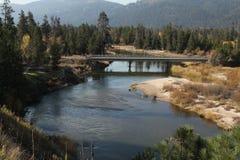 Bergmeningen met rivier Stock Foto's