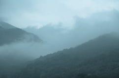 Bergmist och dimma Arkivbild