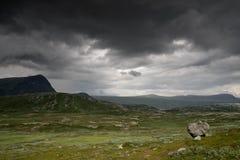 Bergnaturlandskap i Morway sommar Royaltyfria Bilder