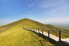 Bergopwaartse weg Stock Foto