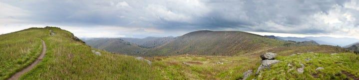 Bergpanorama, dåligt väder Arkivbild