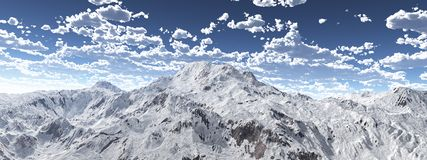 Bergpanorama med en molnig himmel royaltyfri foto