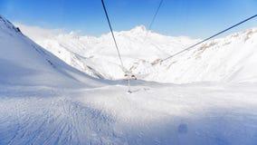 Bergpanorama mit Skiaufzug Blau, Vorstand, Kostgänger, Einstieg, Übung, Extrem, Spaß, Drachen, kiteboard, kiteboarding, kitesail, stockfotografie