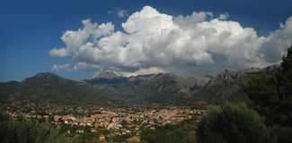 Bergpanoramautsikt i Majorca, Spanien Arkivfoto