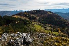 Bergpieken en rollende heuvels in de herfst, Bobija-berg Royalty-vrije Stock Afbeelding
