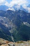 Bergpieken, gletsjers en valleien bij Dombay-gebied Stock Afbeelding