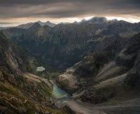 Bergpieken met Bergmeren bij Zonsopgang royalty-vrije stock afbeelding