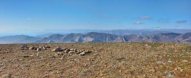 Bergplatå med sikt på terrängen av östliga Krim Royaltyfria Bilder