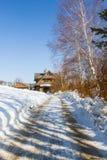 Bergplattelandshuisje in de winter Stock Afbeeldingen