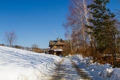 Bergplattelandshuisje in de winter Royalty-vrije Stock Afbeelding